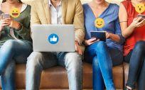 Usuarios utilizando sus redes sociales. (Foto. Rawpixel)
