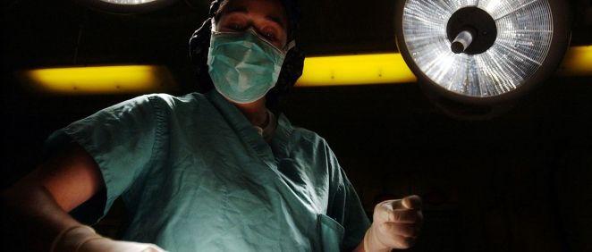 Cirujano durante una intervención (Foto: Pixabay)