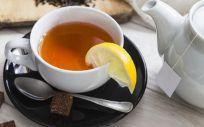 Solo aquellos que consumían té de forma prácticamente diaria desde los 60 años de edad habían experimentando sus beneficios (Foto. Freepik)