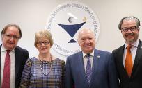 Rafael Lletget, jefe de Gabinete del CGE; Annette Kennedy, presidenta del CIE; Florentino Pérez Raya, presidente del CGE; y Howard Catton, director general del CIE (Foto. ConSalud)