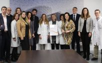 Equipo directivo del HURJC con el certificado del Sello EFQM 5 Stars (Foto. Hospital Rey Juan Carlos)