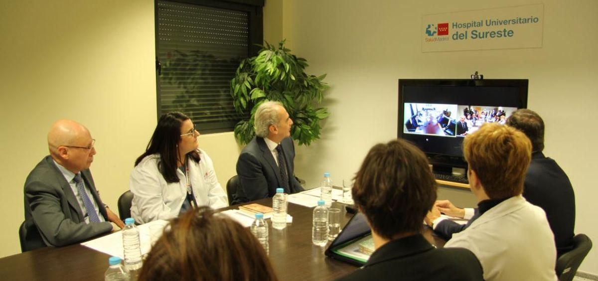 El consejero de Sanidad de Madrid, Enrique Ruiz Escudero, durante la visita.