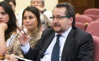 El director y coordinador científico del Foro Español de Pacientes (FEP), el doctor José Luis Baquero, interviene en un acto (Foto: Flickr de Aeseg)