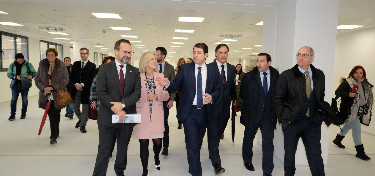 Visita del presidente de la Junta y la consejera de sanidad a las instalaciones del nuevo Hospital de Salamanca (Foto. Gobierno de Castilla y León)