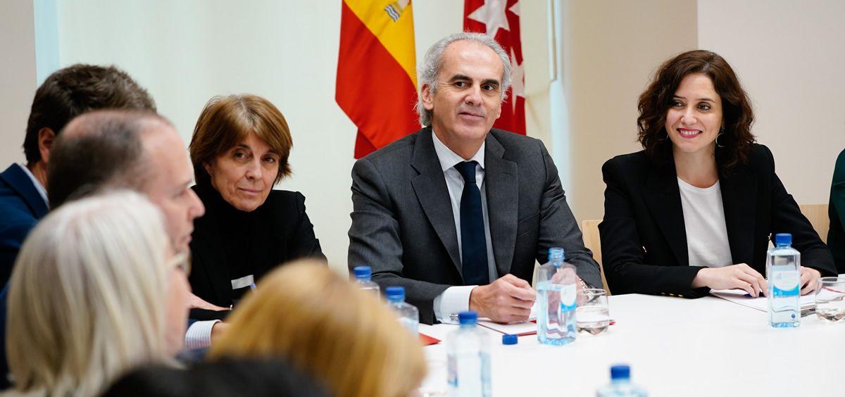 A través de esta reunión la presidenta de la Comunidad de Madrid ha sido informada de los protocolos de actuación de la sanidad madrileña a la hora de hacer frente a esta alerta sanitaria (Foto. Comunidad de Madrid)