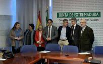 Presentación del acuerdo para el desarrollo y financiación de proyectos de investigación en los Servicios de Oncología (Foto. Junta de Extremadura)