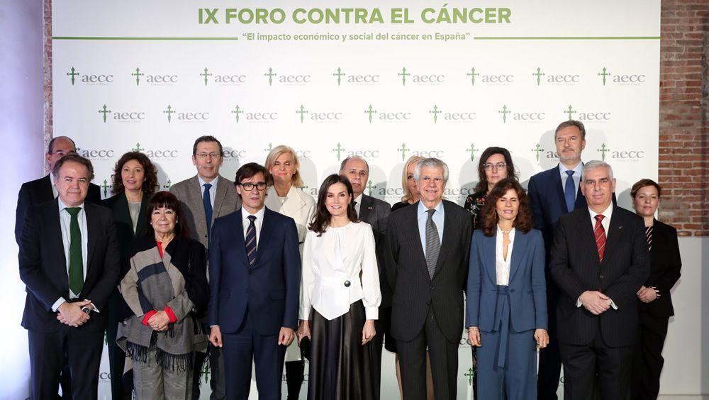 La Reina Letizia y el ministro Salvador Illa, juntos frente al cáncer