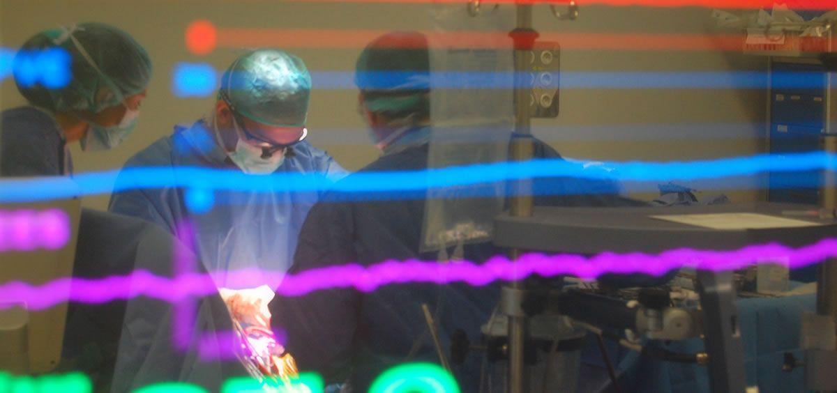 Profesionales en quirófano (Foto. ConSalud)