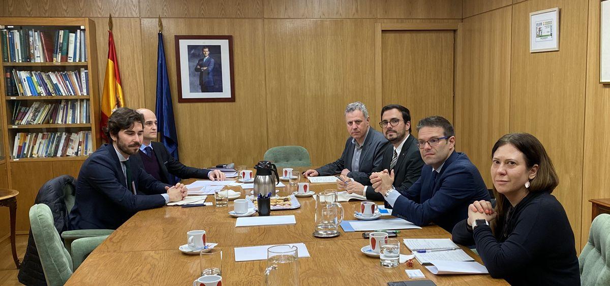 El ministro de Consumo, Alberto Garzón, durante la reunión con agentes económicos y sociales vinculados al sector del juego.