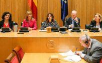 Mesa de la Comisión de Sanidad, presidida por Rosa María Romero (Foto: Congreso)