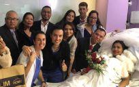 La pareja recién casa en el Hospital Clínic de Barcelona (Foto. @hospitalclinic)