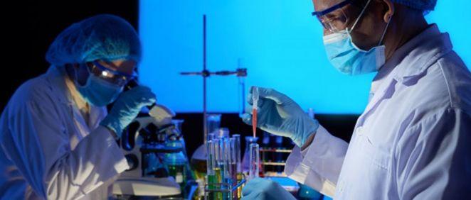 Profesionales en laboratorio (Foto. Freepik)