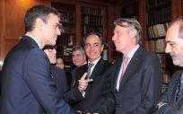 Santiago Culí, director de Asuntos Públicos de Boehringer Ingelheim, con Sánchez en Barcelona
