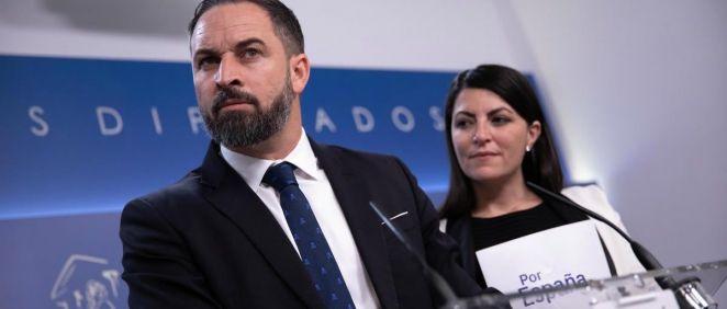 El líder de Vox, Santiago Abascal, junto a Macarena Olona, portavoz adjunta del Grupo Parlamentario Vox. (Foto. Vox)