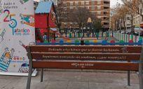 Un banco recuerda a los niños fallecidos de cáncer