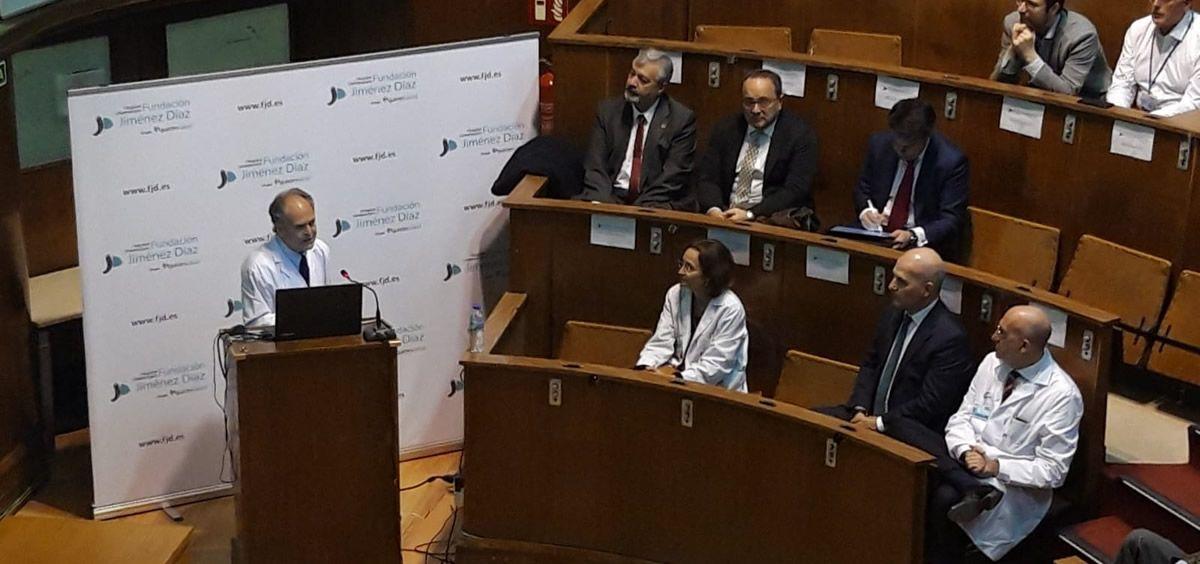 El doctor García Olmo impartió la sesión clínica inaugural 'Células para curar, construyendo un medicamento' (Foto. Fundación Jiménez Díaz)