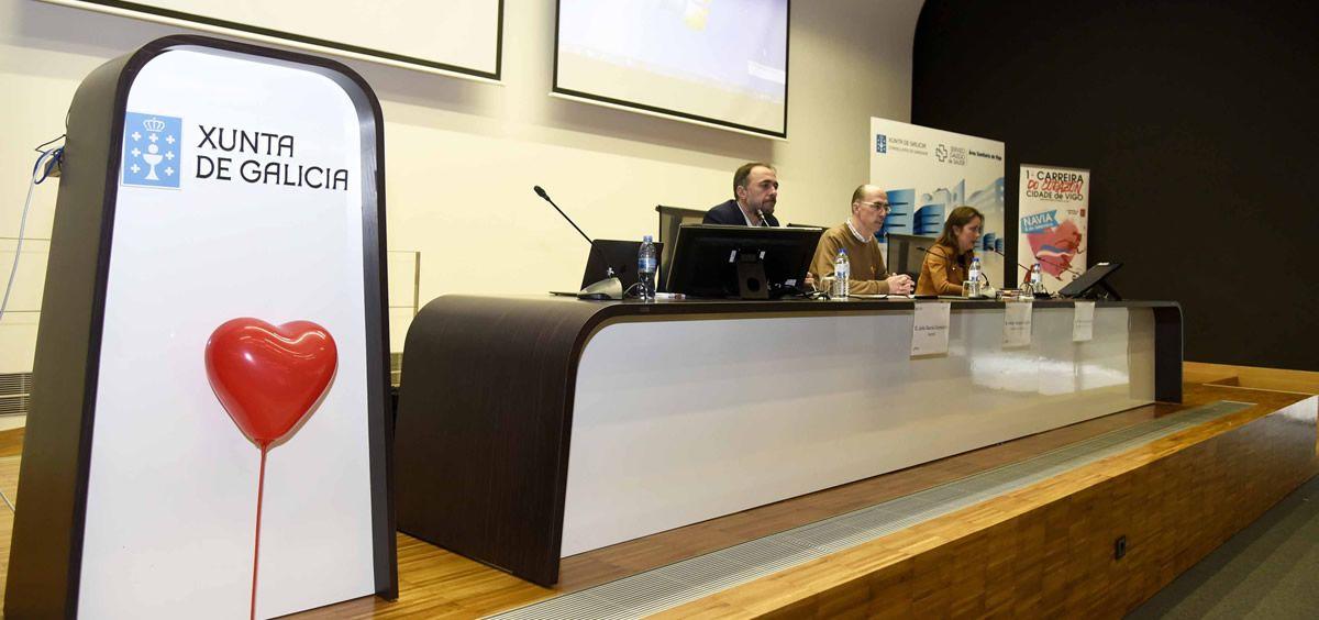 El consejero de Sanidad y el gerente del Área de Salud de Vigo, en la inauguración de las jornadas (Foto. Sergas)