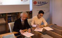 Firma del convenio entre el CEEM y SEMi (Foto.(CEEM)