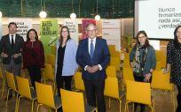 El secretario general de Aeseg, Ángel Luis Rodríguez de la Cuerda (en el centro), junto al equipo responsable de la campaña 'Somos de Genéricos'