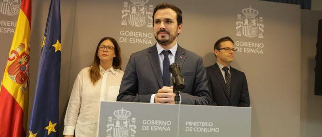 El ministro de Consumo, Alberto Garzón, junto a otros representantes del departamento (Foto: Ministerio de Consumo)