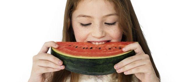 Uno de los consejos de la guía es aumentar el consumo diario de fruta (Foto. Freepik)