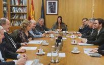 Máximo Gutiérrez y Gerardo Rodríguez, presidente y secretario de FEJAR, junto al ministro de Consumo, Alberto Garzón, y su equipo. (Foto. FEJAR)