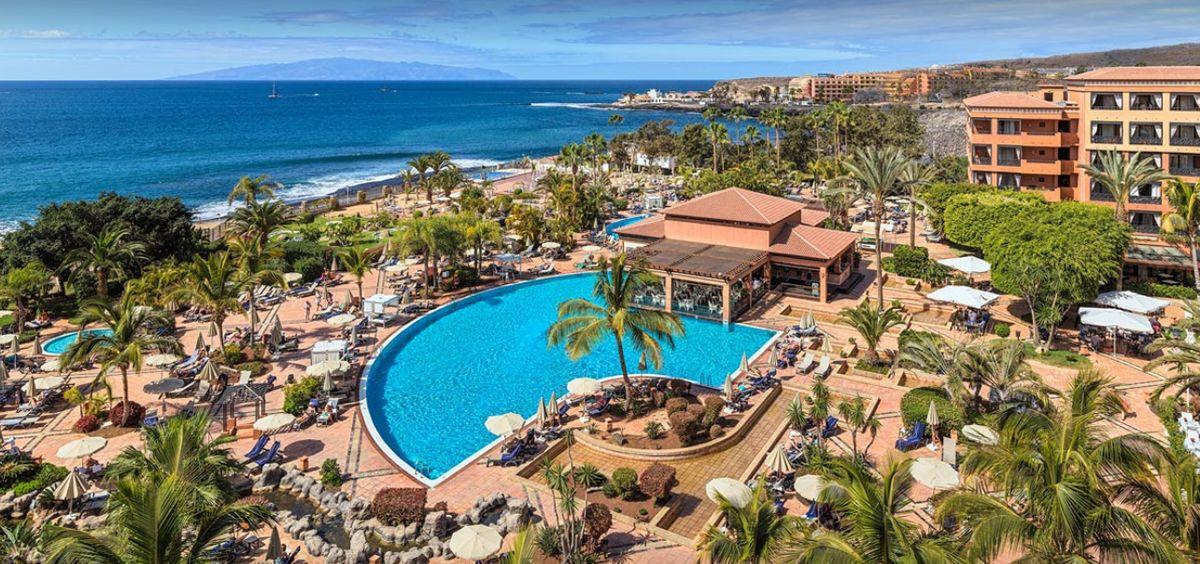 Hotel H10 Costa Adeje Palace, en Adeje, al sur de Tenerife, donde permanecen en cuarentena un millar de personas.