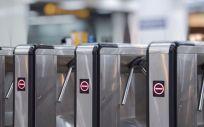 Piden que se refuerce la protección y se incremente la información en puntos sensibles como los transportes públicos (Foto. Freepik)