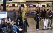 Pasajeros en el aeropuerto de Milan-Malpensa (Foto. Pablo Fernández)