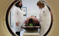 Profesionales realizando el tratamiento de radioterapia en el nuevo equipo de tomografía computarizada  (Foto. Castilla La Mancha)