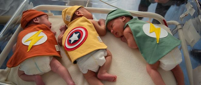 Los bebés ingresados en la UCI, disfrazados de superhéroes