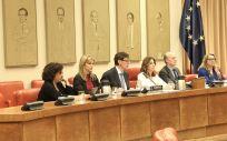 La Mesa de la Comisión de Sanidad, atenta a la comparecencia de Salvador Illa (Foto: PSOE)
