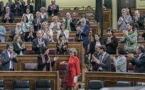 María Luisa Carcedo, en el centro, tras defender en el Congreso la ley de eutanasia (Foto: PSOE)