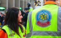 Dos enfermeros del SAMUR - Protección Civil, en las inmediaciones del Estadio Santiago Bernabéu (Foto: @SAMUR_PC)