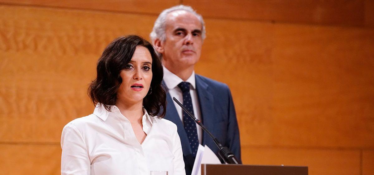 La presidenta de la Comunidad de Madrid, Isabel Díaz Ayuso, y el consejero de Sanidad, Enrique Ruiz Escudero (Foto. Gobierno de la Comunidad de Madrid)