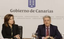 La consejera de Salud de Canarias, Teresa Cruz, y el portavoz del Ejecutivo canario, Julio Pérez (Foto. Gobierno de Canarias)