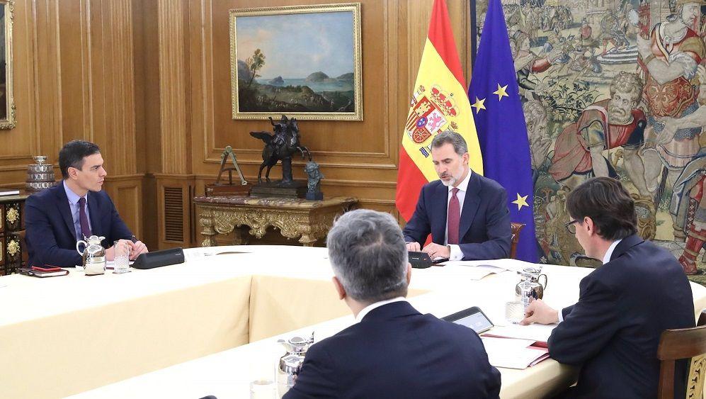 El Rey, junto a Sánchez, en la reunión técnica por el coronavirus