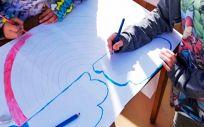Niños realizando tareas diarias durante la cuarentena (Foto. ConSalud)