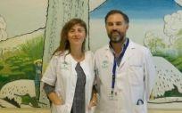 En la fotografía, los doctores Carmen Paradas y Marcos Madruga.