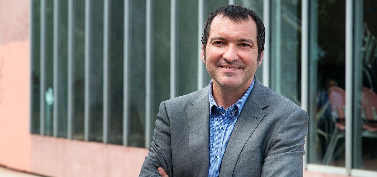 El doctor Víctor Jiménez Cid, experto de la Sociedad Española de Microbiología. (Foto. UCM)