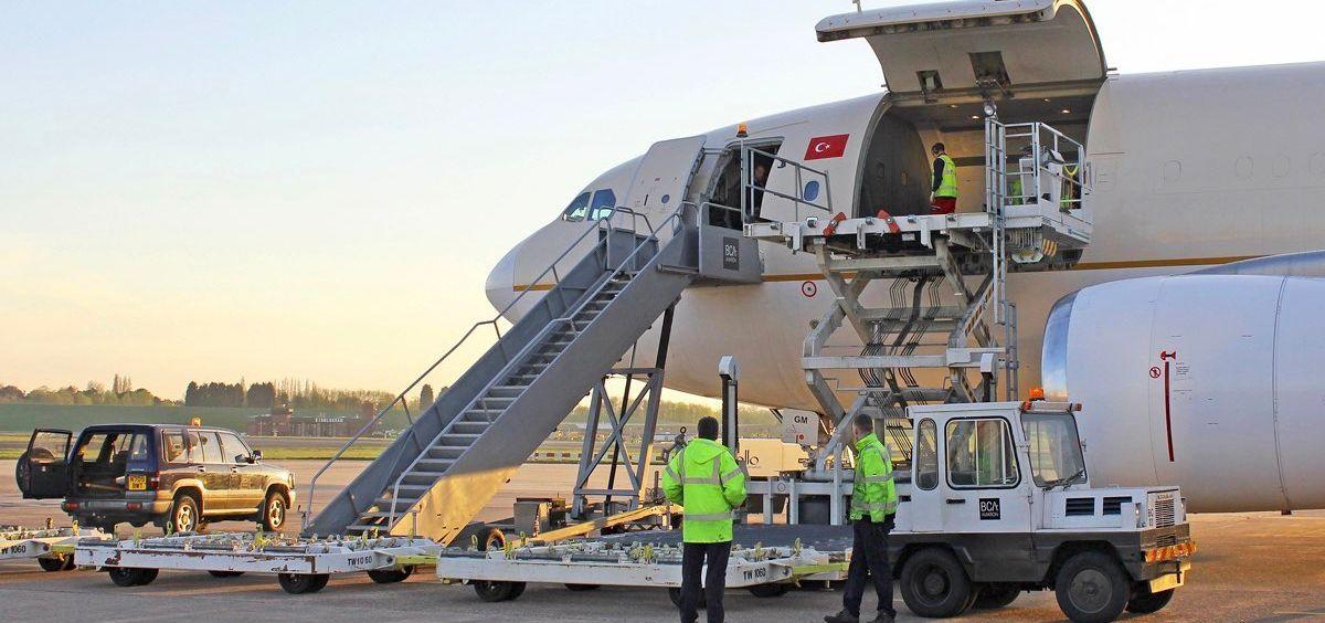 Avión procedente de Turquía con los 150 respiradores adquiridos por Castilla La Mancha, Navarra y Cataluña. (Foto. @MAECgob)