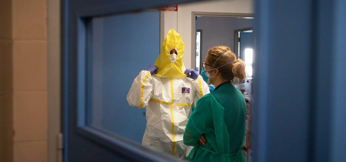 Sanitario protegiéndose coronavirus (Foto. Salud Madrid)