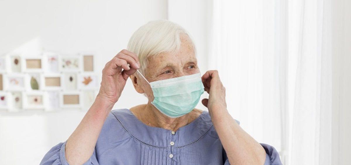 Mujer mayor coronavirus (Foto. Freepik)