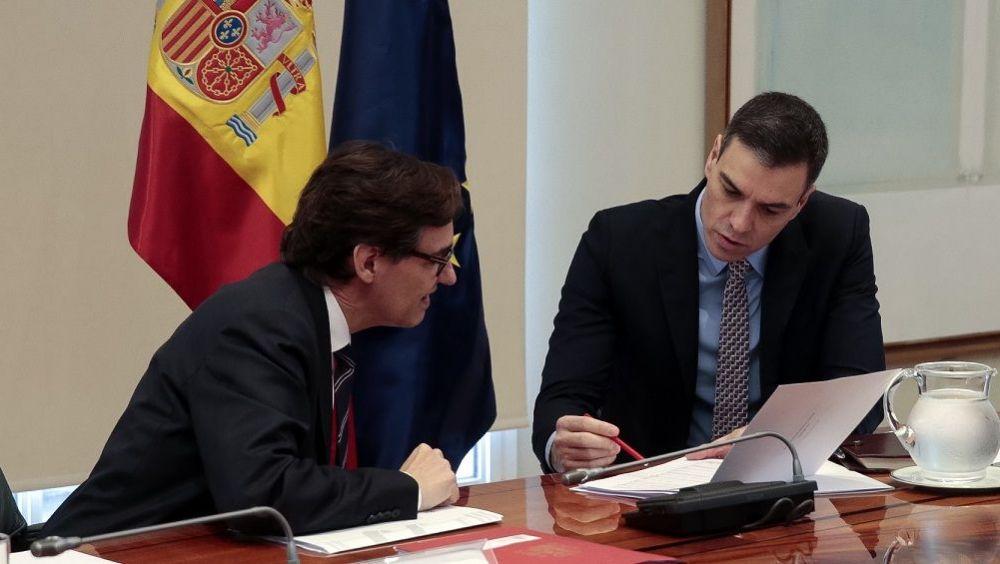Pedro Sánchez, junto al ministro Salvador Illa, durante la videoconferencia de presidentes. (Foto. Moncloa)