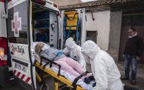 Traslado de una paciente con sospecha de Covid-19 en la provincia de Valencia (Foto: Cruz Roja Española)