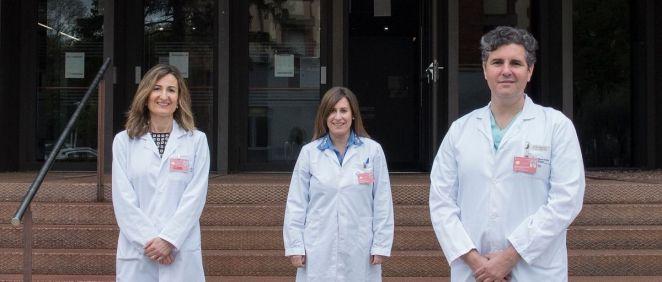 De izquierda a derecha, Eva Zalba, Ruth García (Navarrabiomed) y Sergio Aguilera (CHN) (Foto. Gobierno de Navarra)