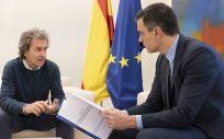 Fernando Simón entrega informe a Sánchez (Foto:Moncloa)