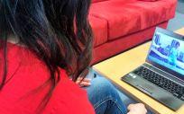 Paciente haciendo rehabilitación virtual (Foto. ConSalud)