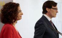 La portavoz del Gobierno y ministra de Hacienda, María Jesús Montero, y el ministro de Sanidad, Salvador Illa. (Foto. La Moncloa)