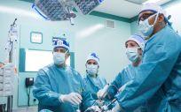 Equipo de la Dra. Ballesta en quirófano (Foto. ConSalud)